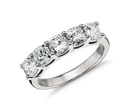 铂金经典枕形切割五石钻石戒指<br>(2 克拉总重量)