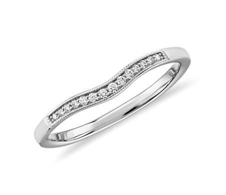 Alianza curva de diamantes y milgrain graduado en platino (1/10 qt. total)
