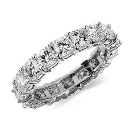 Bague d'éternité diamant taille coussin en platine (4 1/2carats, poids total)