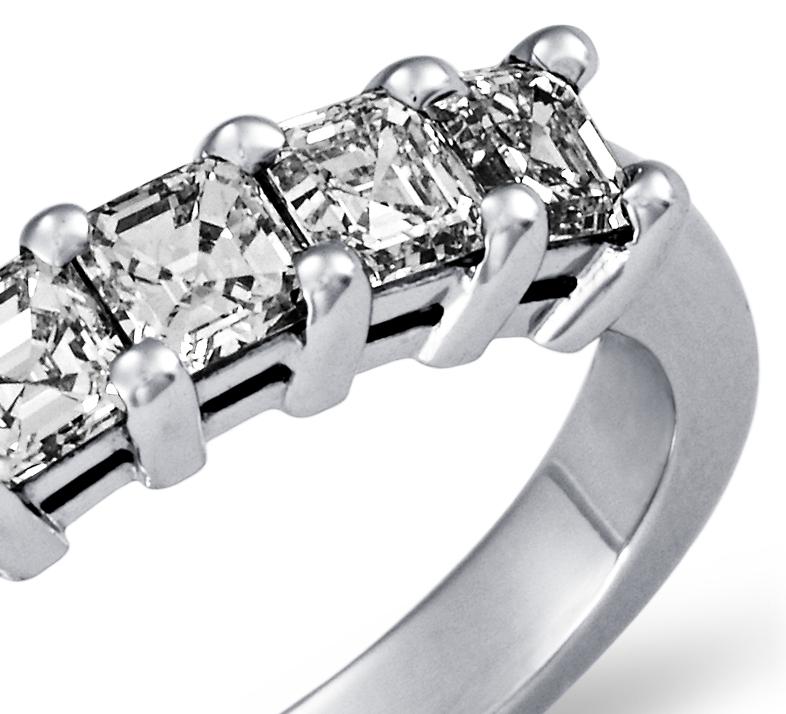 Bague Diamant taille Asscher à cinq pierres Classique en platine (1carat, poids total)