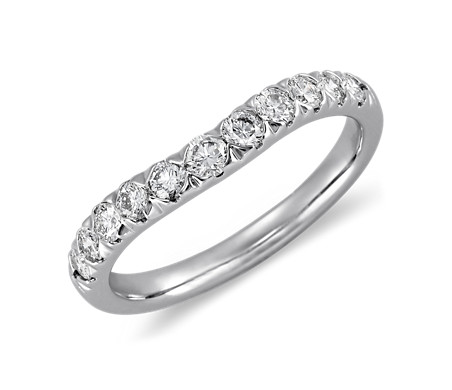 铂金曲线密钉钻石戒指<br>(1/2 克拉总重量)