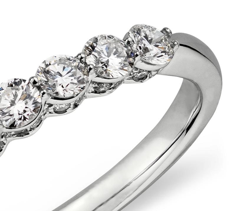 Bague couronne de diamants sertis micro-pavé  en or blanc 18carats (1/2carat, poids total)