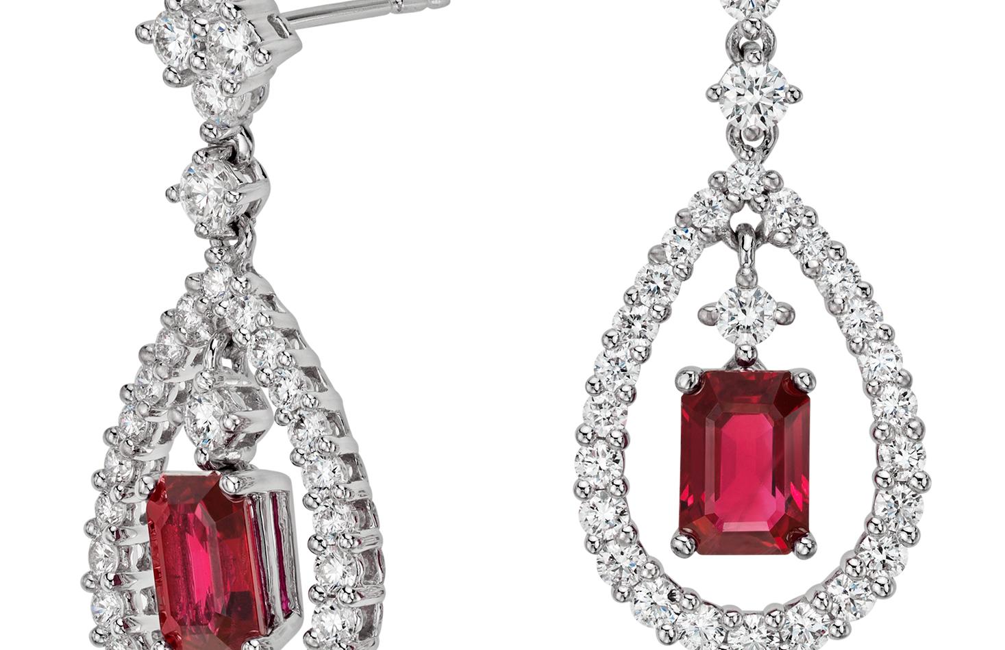 Aretes colgantes de diamante y rubí en oro blanco de 18 k (2.31 cts)