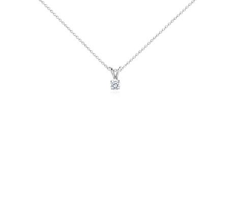 Colgante de diamante solitario en oro blanco de 14 k (1/2 qt. total)