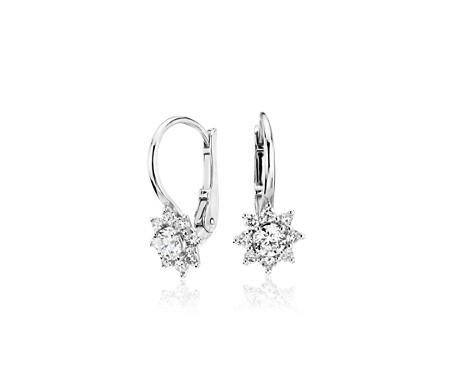 Aretes colgantes en forma de estrella con diamantes y cierre mosquetón en oro blanco de 14 k (3/5 qt. total)