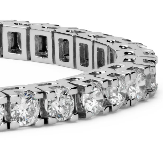 Brazalete de tenis de diamantes en oro blanco de 18k (8 qt. total)