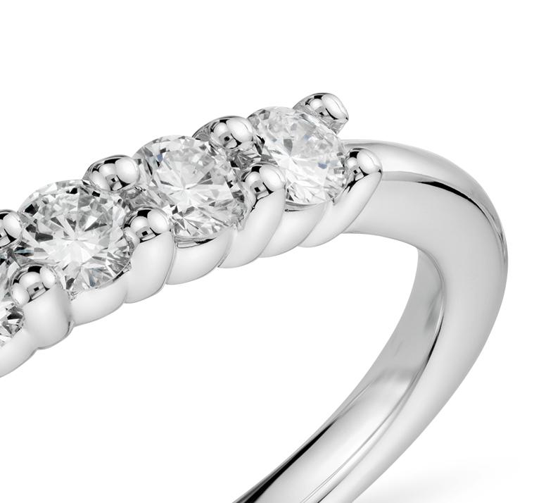 Anillo de diamantes en oro blanco de 18 k (1/2 qt. total)