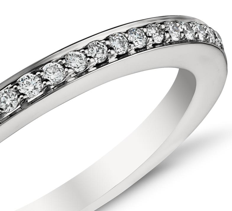 Anillo con pavé de diamantes en platino (1/6 qt. total)