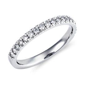 Anillo con pavé de diamantes Nouveau en platino (1/3 qt. total)