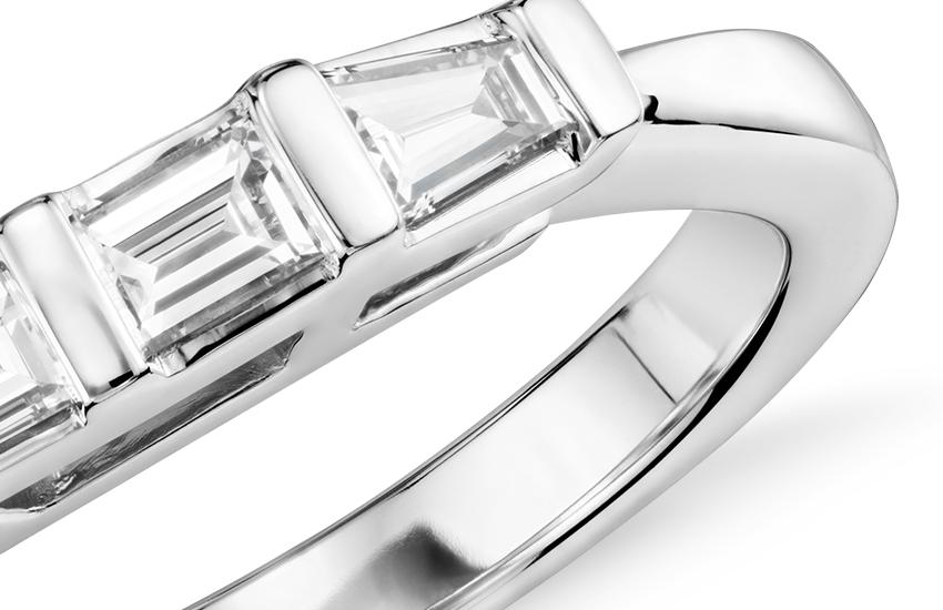 Bague en diamant baguette fuselé classique en or blanc 14carats (1/3carat, poids total)