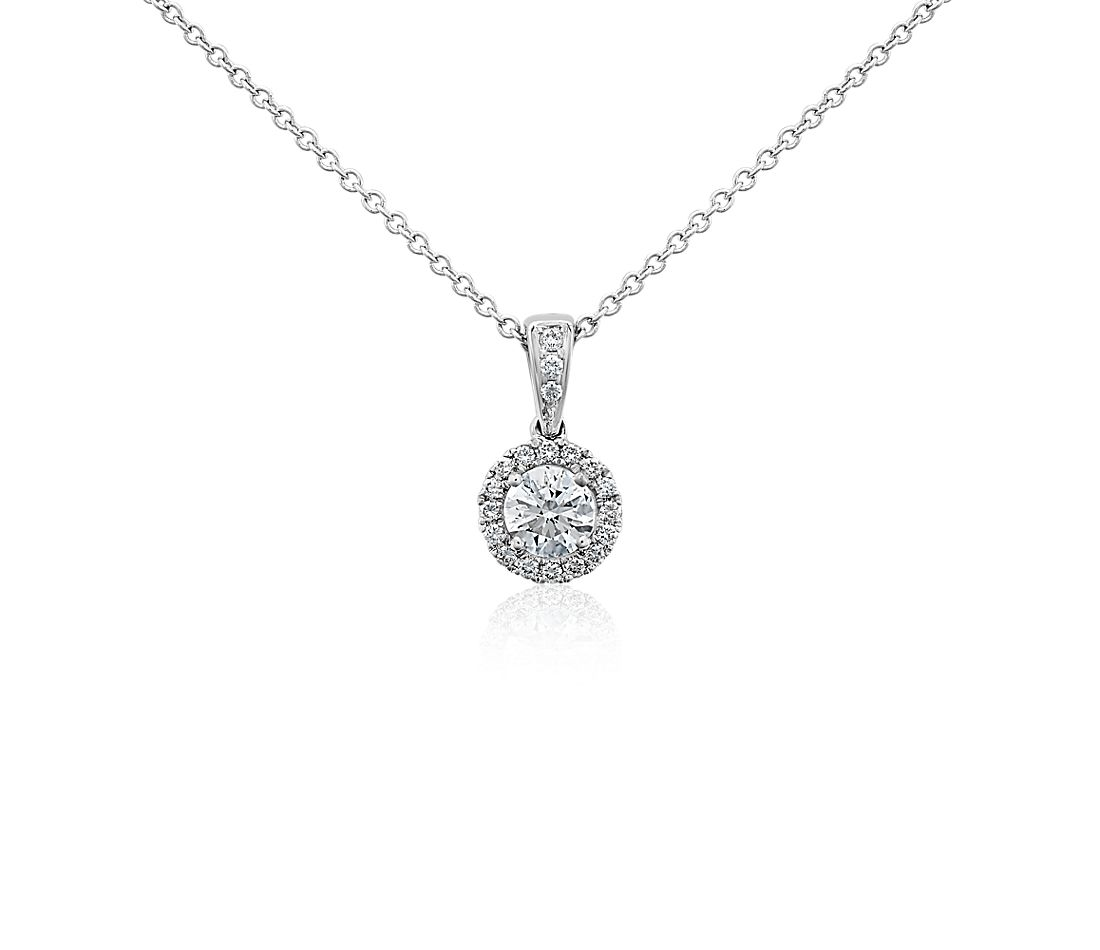 Pendentif halo de diamants Love en or blanc 18 carats (1/2 carat, poids total)