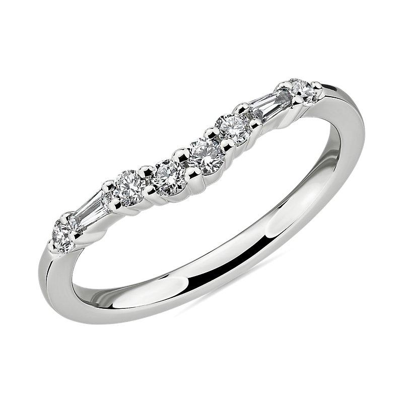 Dot Dash Diamond Curved Wedding Ring in 14k White Gold (1/4 ct. tw.)