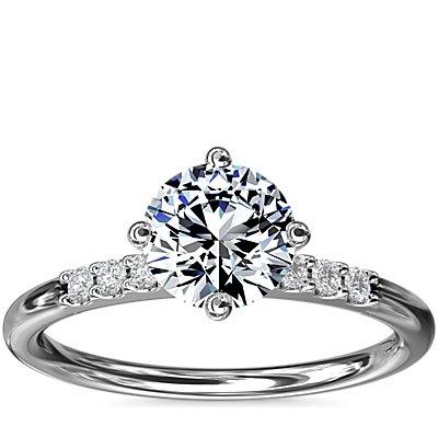 NUEVO. Anillo de compromiso este-oeste de diamantes pequeños, en oro blanco de 14 k (1/10 qt. total)