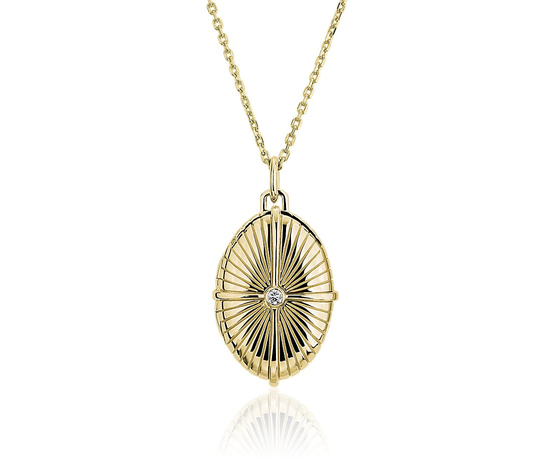 Embellished Diamond Locket in 18k Yellow Gold