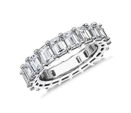 铂金绿宝石形钻石永恒戒指<br>(6.0 克拉总重量)