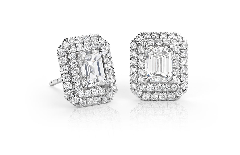 Aretes colgantes de halo doble de diamante y esmeralda en oro blanco de 18 k (1,50 qt. total)