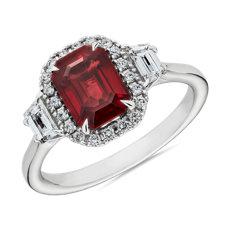新款 18k 白金綠寶石形紅寶石與梯形鑽石戒指