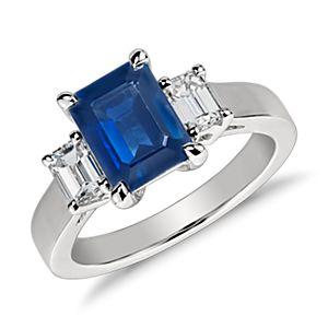 Anillo de diamantes y zafiros de talla esmeralda en platino (8x6mm)