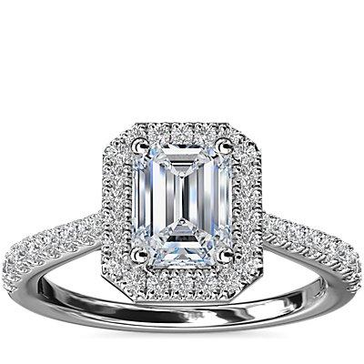 NOUVEAU Bague de fiançailles halo de diamants surmontée d'un diamant taille émeraude en platine (1/3carat, poids total)
