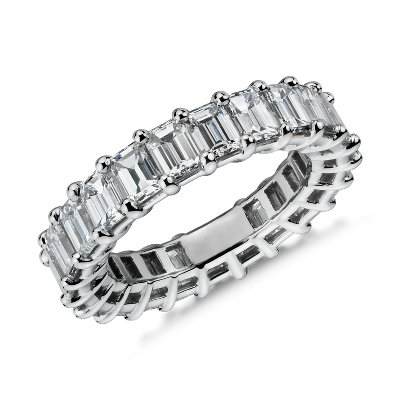 新款铂金绿宝石形钻石永恒戒指<br>(5.5 克拉总重量)