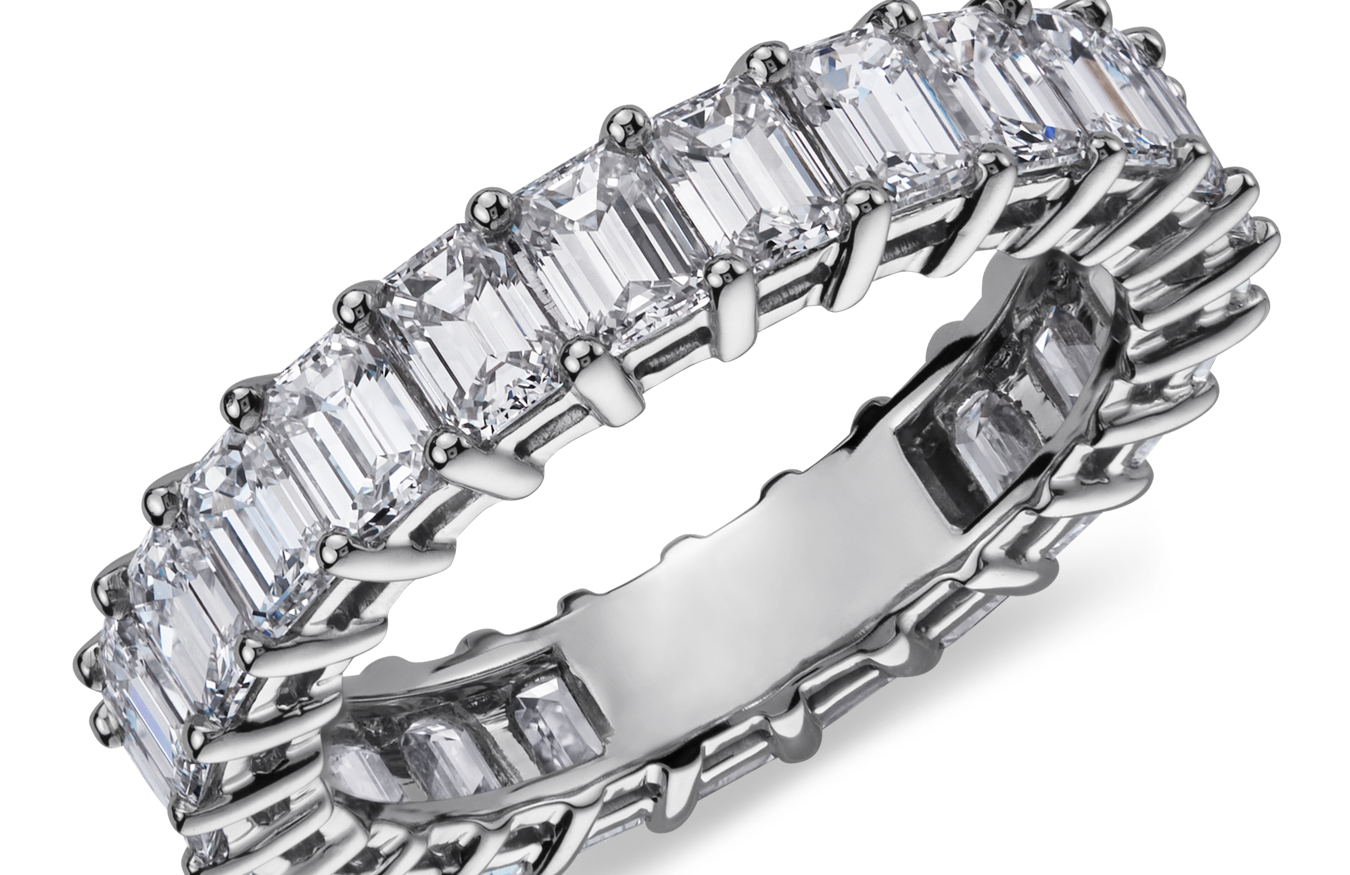 鉑金綠寶石形切割鑽石永恆戒指