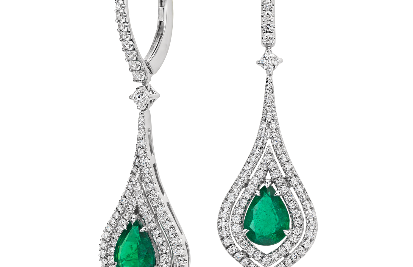 Boucles d'oreilles halo de diamants sertis pavé et émeraude forme poire en or blanc 18carats (8x6mm)