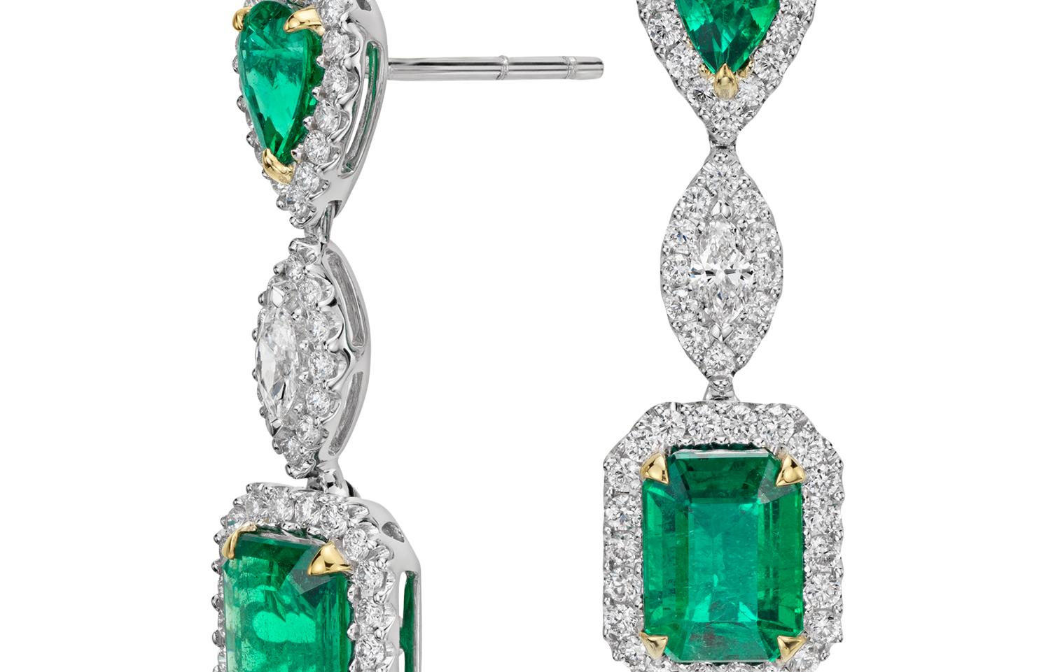 Aretes colgantes de diamante y esmeralda en oro blanco de 18 k