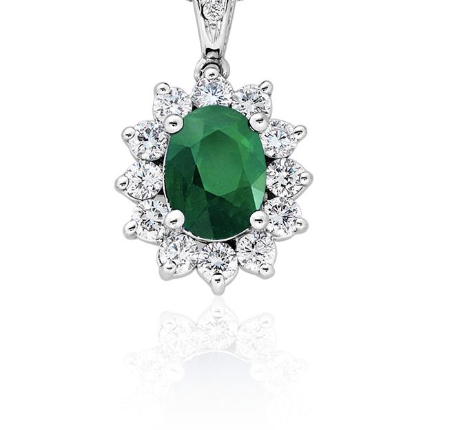 Colgante de diamante y esmeralda en oro blanco de 18 k (8x6mm)
