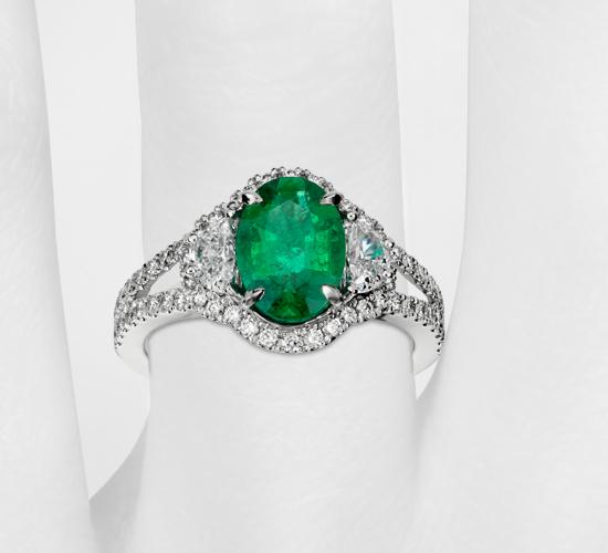 Anillo de diamante en forma de media luna y esmeralda de estilo antiguo en oro blanco de 18 k