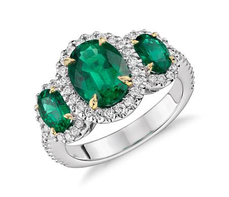 18k 白金和黃金 綠寶石與光環三石鑽石戒指<br>( 2.95 克拉總重量)