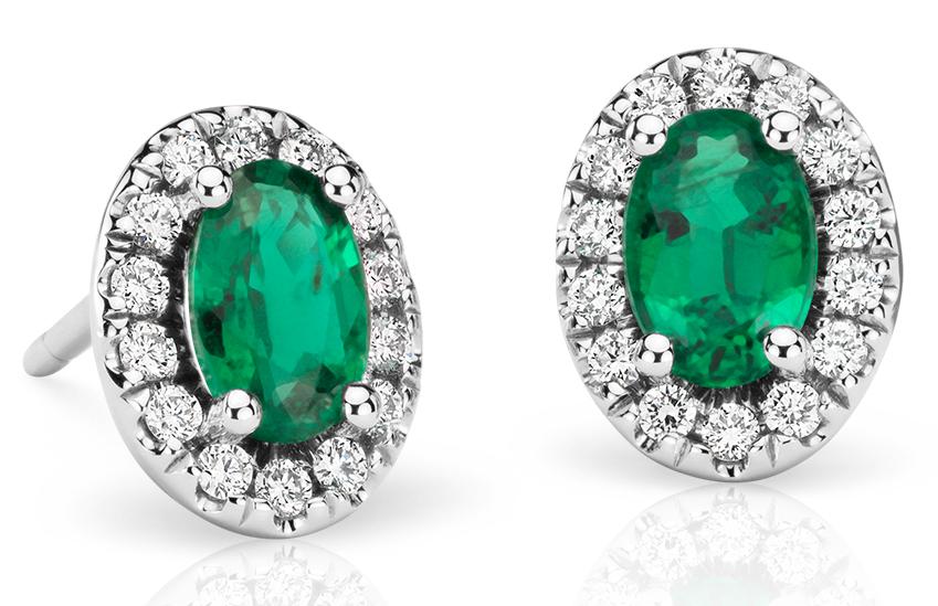 Aretes con pavé de diamantes y esmeraldas ovaladas en oro blanco de 18 k (6x4mm)