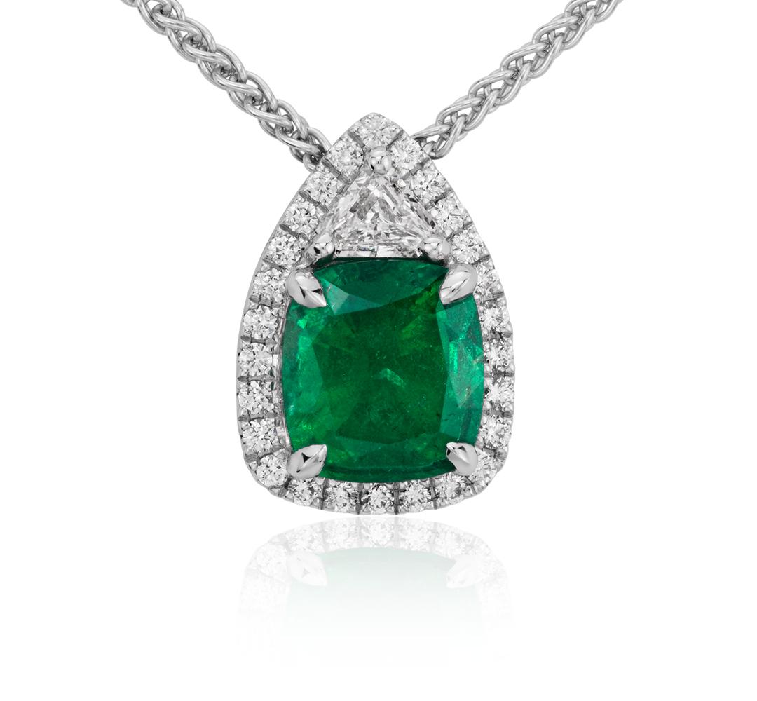 Colgante con pavé de diamantes y esmeraldas ovaladas en oro blanco de 18 k (1.86 qt.)