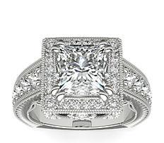Anillo de compromiso de diamantes de talla cojín en halo grabado a mano Empire de Bella Vaughan para Blue Nile en platino (1,25 qt. total)