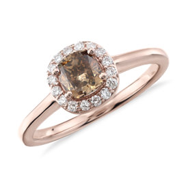 Anillo con halo de diamante de color marrón fantasía en oro rosado de 14 k (7/8 qt. total)