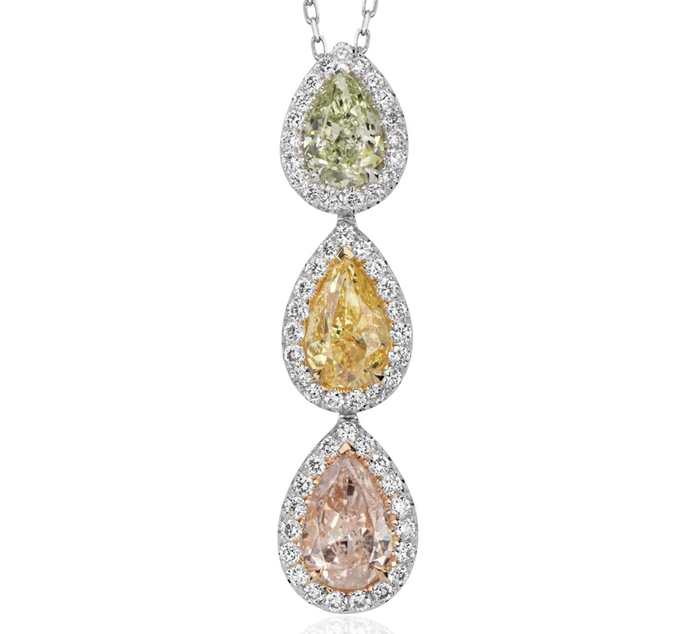 Pendentif trois pierres halo de diamants fantaisie en or blanc 18carats (2 4/5carats, poids total)