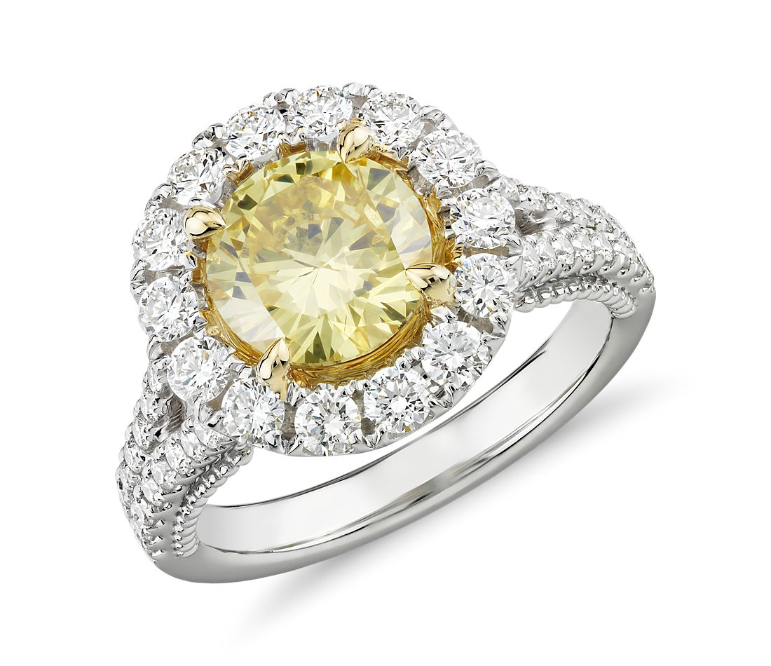 Anillo con diamante  amarillo intenso fantasía y halo de diamantes. en oro blanco y amarillo de 18 k (2,94 qt. total)