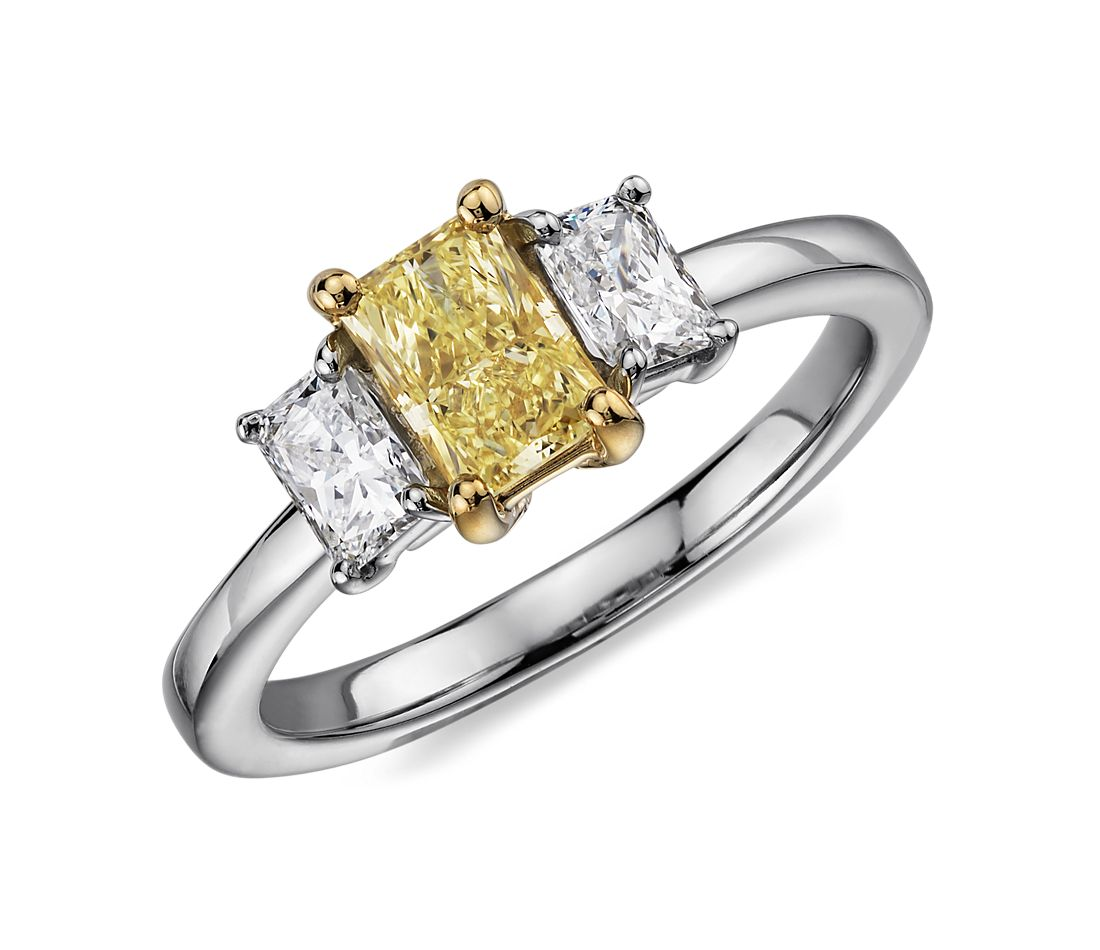 Anillo de tres diamantes de color amarillo fantasía claro en platino (1,27 qt. total)