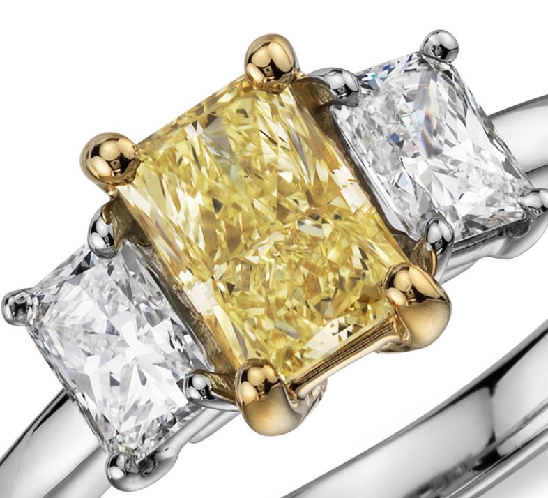 Anillo de tres diamantes de color amarillo fantasía claro en platino (1,27 qt. total)
