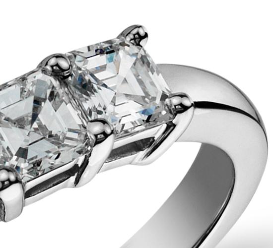 Bague à cinq diamants taille Asscher classique en platine (1carat, poids total)