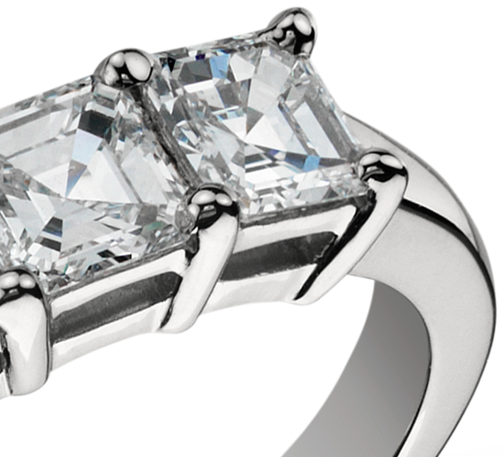 Anillo clásico de cinco diamantes de talla Asscher en platino (1,50 qt. total)