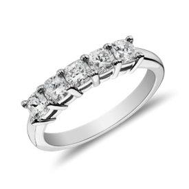 Bague à cinq diamants taille coussin classique en platine (1carat, poids total)