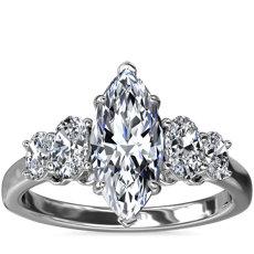 新款铂金大小渐变椭圆形钻石订婚戒指(1/2 克拉总重量)