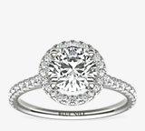 Anillo de compromiso de diamantes de halo al aire