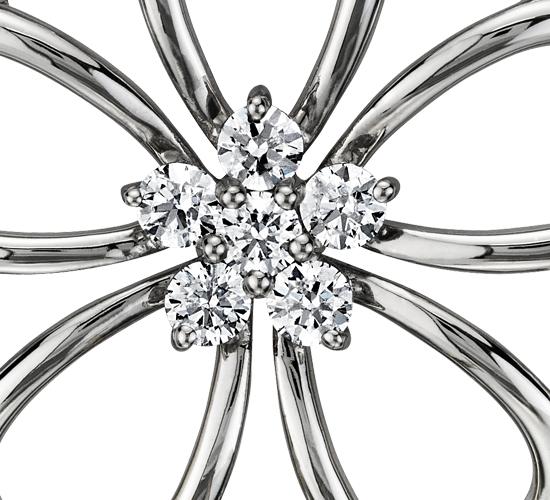 Colgante con flor de diamante en plata de ley (1/4 qt. total)