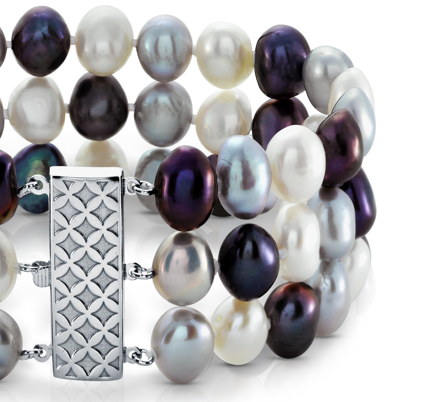 Elegante brazalete de tres vueltas de perlas cultivadas de agua dulce