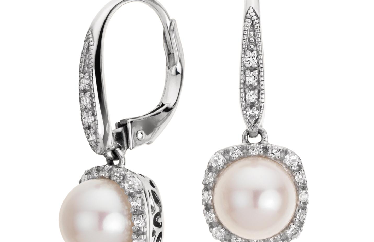 Aretes colgantes con topacio blanco y perlas cultivadas de agua dulce en plata de ley (7mm)