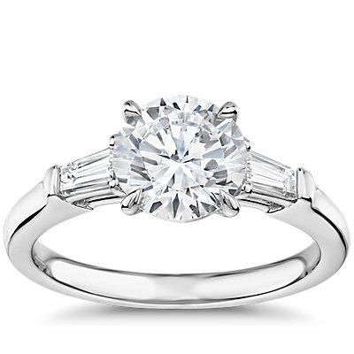 鉑金The Gallery Collection™ 尖頂長方形鑽石訂婚戒指(1/3 克拉總重量)