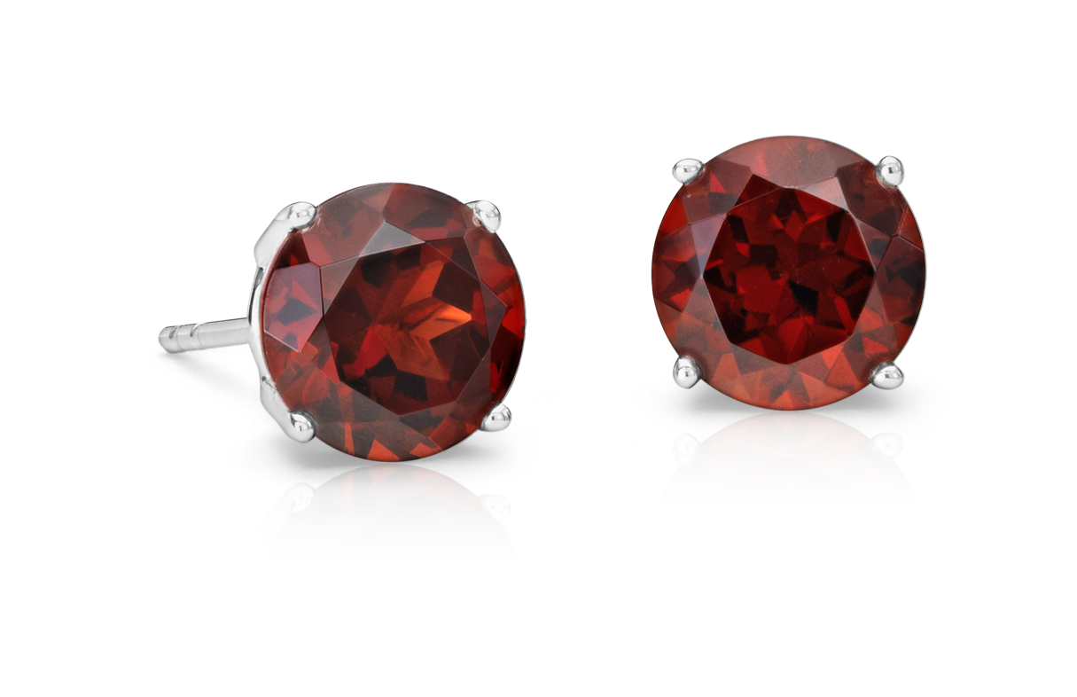 Garnet Stud Earrings in 18k White Gold (7mm)