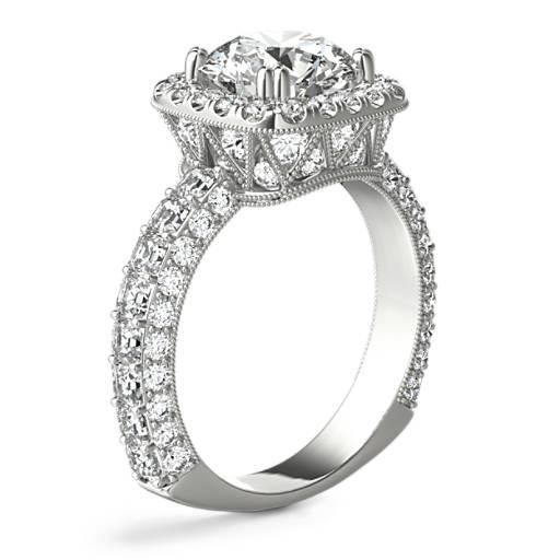 Anillo de compromiso de diamantes de talla cojín en halo Grandeur de Bella Vaughan para Blue Nile