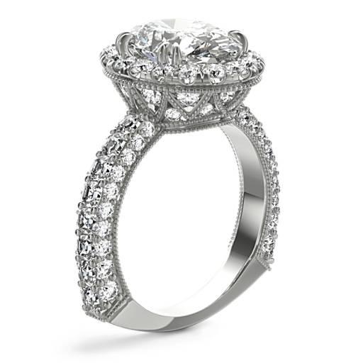 Anillo de compromiso de diamantes ovalados en halo Grandeur de Bella Vaughan para Blue Nile